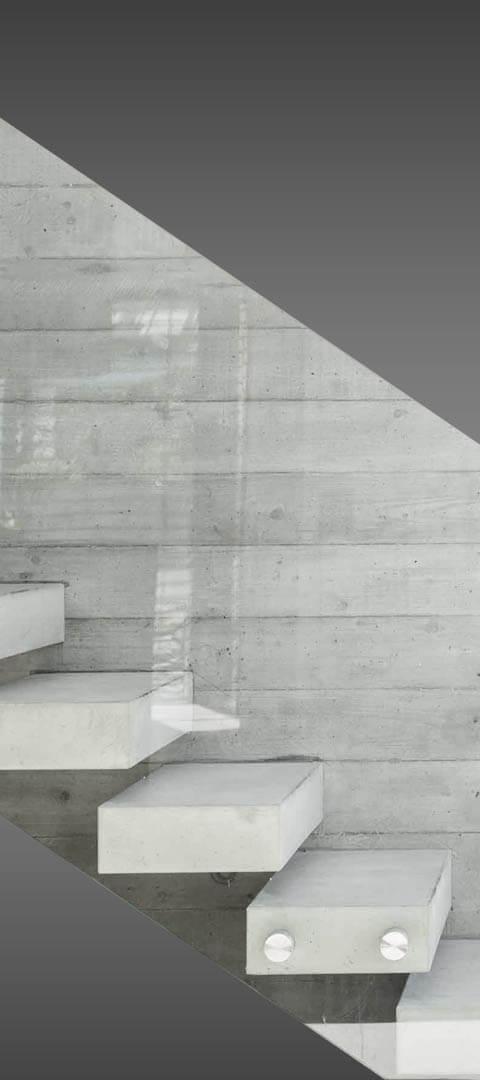 מדרגות ברזל ועץ