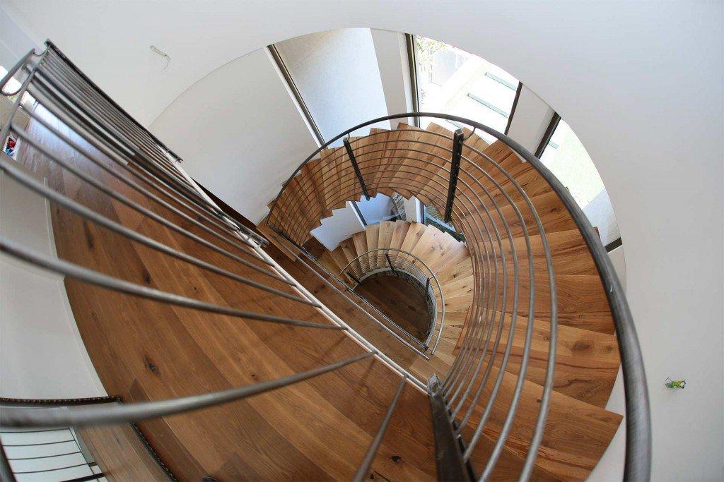 מדרגות ומעקות